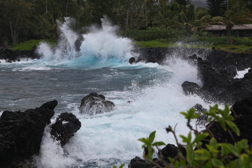 Crashing waves at Ke'anae. jpg