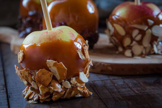 Caramel Apple Recipe by Irvin Lin of Eat the Love   www.eatthelove.com