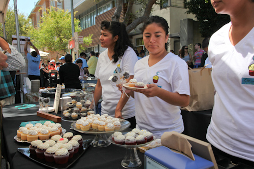 La Luna Cupcakes offered bite sized sweets for fair goers. jpg