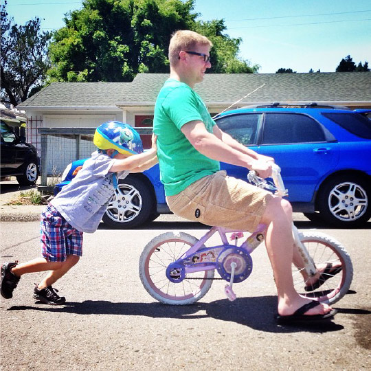 Brady Pushing Dad on the bike. Instagram photo by Irvin Lin of Eat the Love. www.eatthelove.com