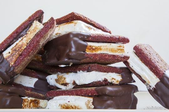 Red Velvet Smores with Cream Cheese Marshmallows. #Recipe and photo by Irvin Lin of Eat the Love. www.eatthelove.com