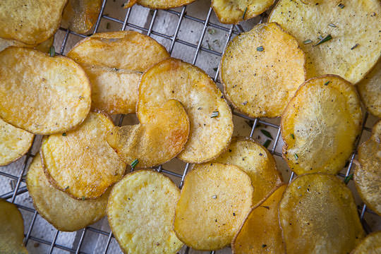 The easiest homemade potato chips ever. Photo and recipe by Irvin Lin of Eat the Love. www.eatthelove.com