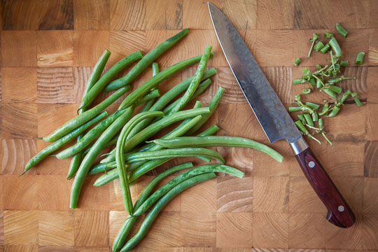 Cut off the tips of the green beans. Photo and recipe by Irvin Lin of Eat the Love.