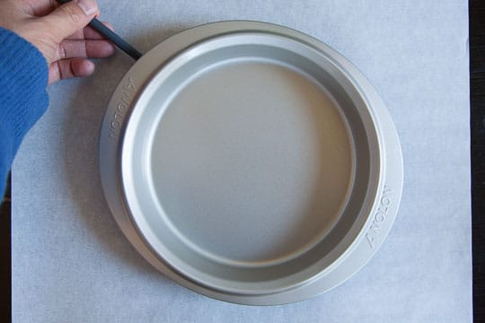 Outline the bottom of the pan with a pencil. Photo and tutorial by Irvin Lin of Eat the Love.