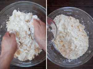 Rub the butter into the flour with your hands. Then pour water over it to form the dough.