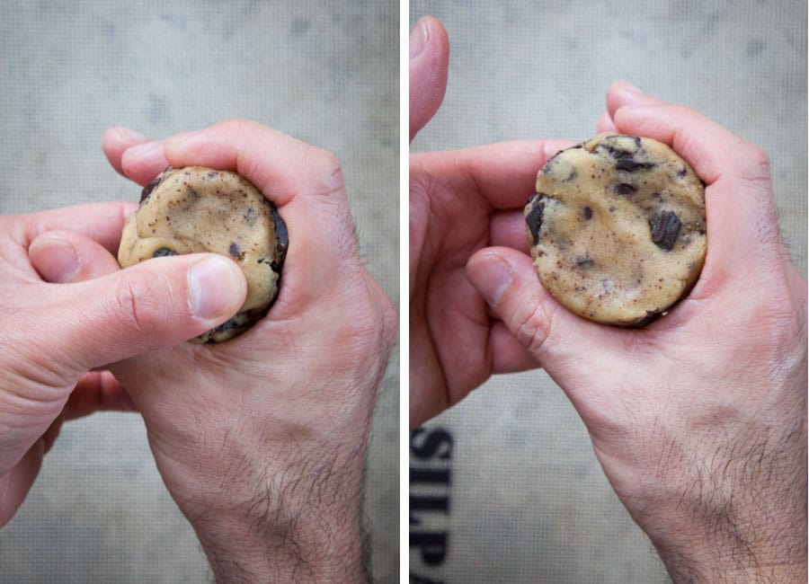 round the cookies balls in your hand