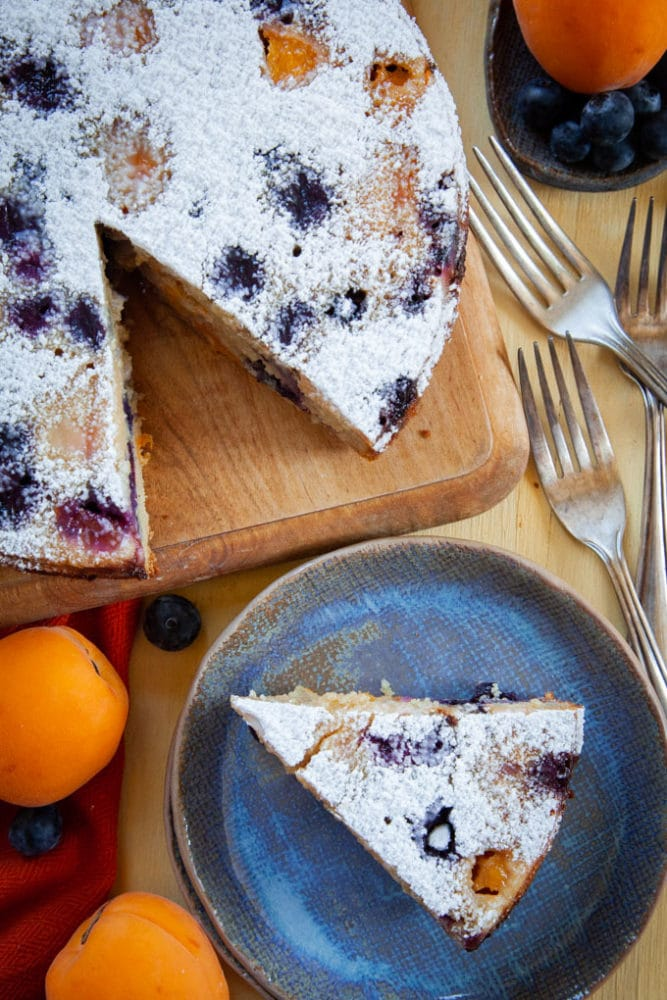 Apricot Cake Recipe with Blueberries